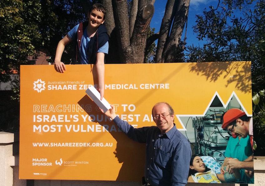 AFSZ-MJR-AUGUST-16-Ari-Raskin-winner-of-the-2015-billboard-promotion-with-Dr-Allan-Garfield-Chairman-AFSZ