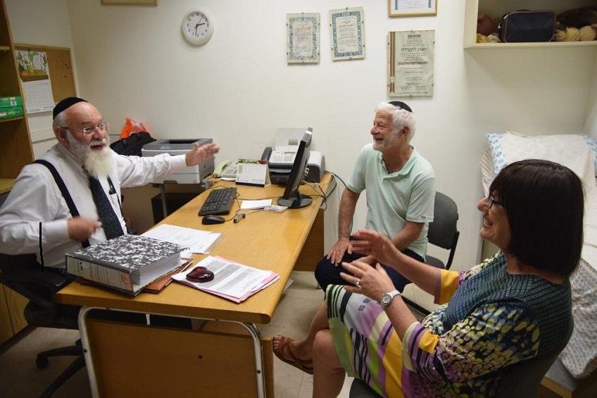 2. DEC MJR Prof Agi Bankier and Dr Leon Anaf met Prof Avraham Steinberg during a recent visit to Shaare Zedek Medical Centre1